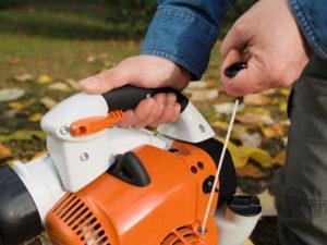 Souffleur thermique et souffleur électrique : lequel est le plus avantageux ?
